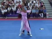 Thể thao - Mãn nhãn với màn nữ sinh áo dài hạ hai gã trai