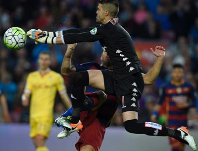 """Chi tiết Barca - Gijon: """"Cơn điên"""" của Suarez (KT) - 5"""