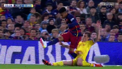 """Chi tiết Barca - Gijon: """"Cơn điên"""" của Suarez (KT) - 6"""