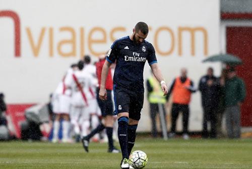 CR7 sẽ đấu Man City, nhưng Real dễ mất Benzema - 2