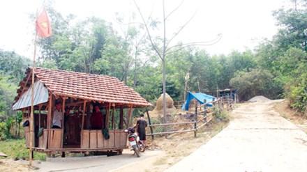 Cả làng lập chốt giữ rừng - 1