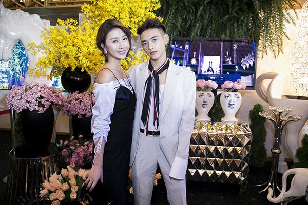 """Quỳnh Anh Shyn mặc váy nội y """"tình tứ"""" bên trai lạ - 3"""