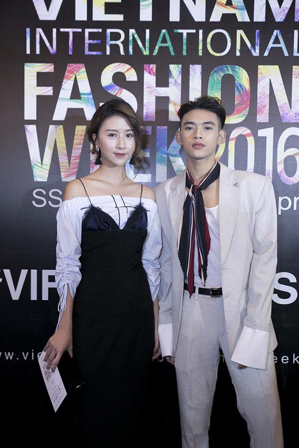 """Quỳnh Anh Shyn mặc váy nội y """"tình tứ"""" bên trai lạ - 4"""