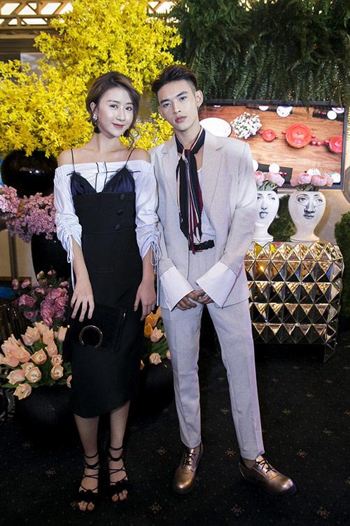 """Quỳnh Anh Shyn mặc váy nội y """"tình tứ"""" bên trai lạ - 6"""