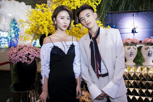 """Quỳnh Anh Shyn mặc váy nội y """"tình tứ"""" bên trai lạ - 5"""