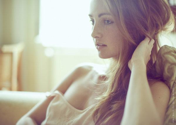 Ghê sợ hình ảnh vợ ngoan qua khe cửa phòng ngủ - 1