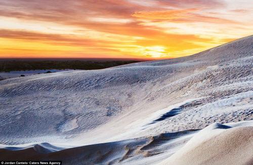 Vẻ đẹp như ở thế giới khác của cồn cát Australia - 1