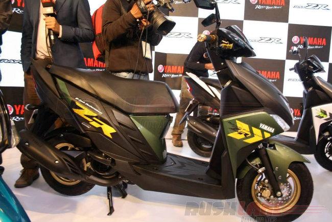 Yamaha vừa tung mẫu xe tay ga mới Cygnus Ray ZR ra thị trường Ấn Độ. Đây là mẫu tay ga dành cho đàn ông, xếp ở vị trí phân khúc giữa Yamaha Fascino và Yamaha Alpha.
