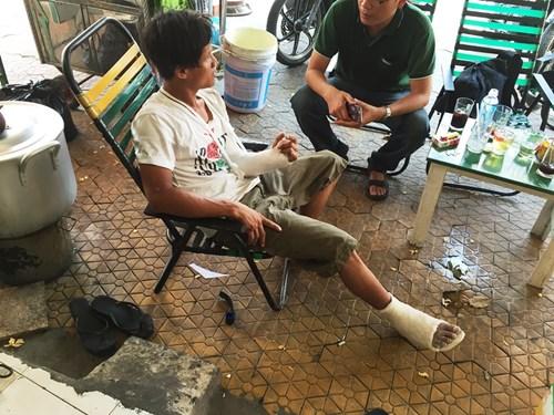 Thanh niên bị đuổi đánh gãy tay, chân sau va chạm xe - 3