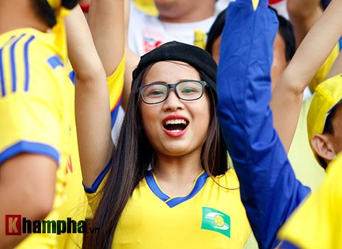 Fan nữ xinh SLNA & HAGL đọ sắc trên sân Pleiku - 5