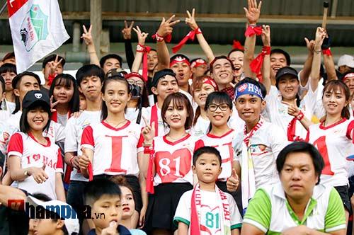 Fan nữ xinh SLNA & HAGL đọ sắc trên sân Pleiku - 9