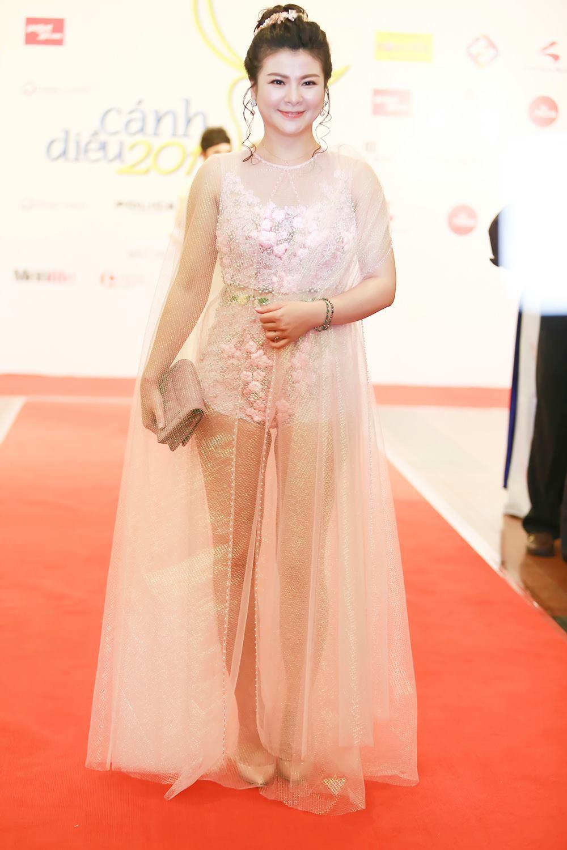 Váy hot nhất tuần: Đầm xuyên thấu bị chê của Kim Oanh - 1