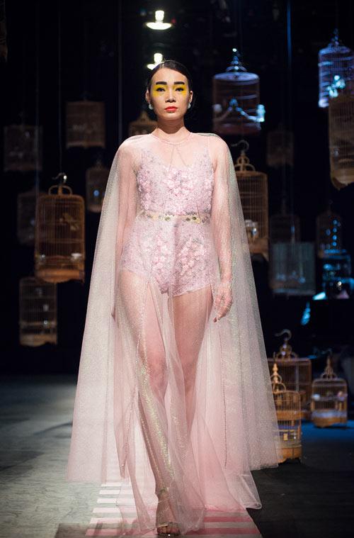 Váy hot nhất tuần: Đầm xuyên thấu bị chê của Kim Oanh - 2