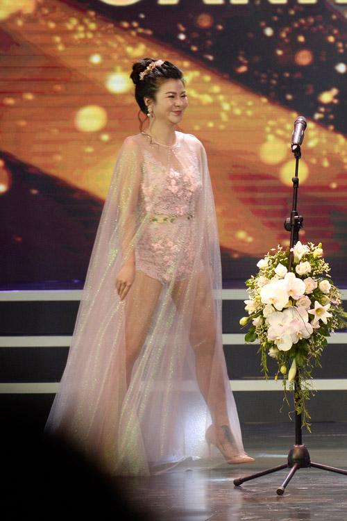 Váy hot nhất tuần: Đầm xuyên thấu bị chê của Kim Oanh - 5