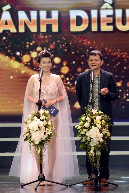 Váy hot nhất tuần: Đầm xuyên thấu bị chê của Kim Oanh - 6