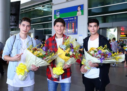 Nhóm nhạc điển trai của Thái Lan bất ngờ đến Việt Nam - 1