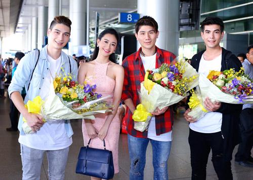 Nhóm nhạc điển trai của Thái Lan bất ngờ đến Việt Nam - 2