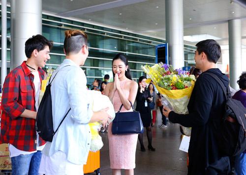 Nhóm nhạc điển trai của Thái Lan bất ngờ đến Việt Nam - 4