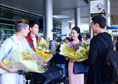 Nhóm nhạc điển trai của Thái Lan bất ngờ đến Việt Nam - 5