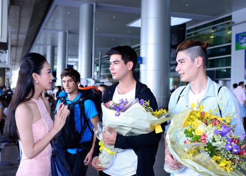 Nhóm nhạc điển trai của Thái Lan bất ngờ đến Việt Nam - 6
