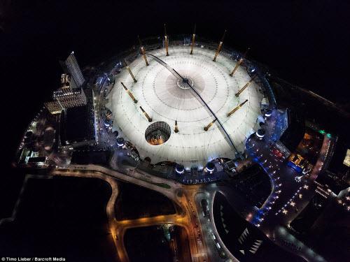 Ngắm thủ đô nước Anh đẹp lung linh về đêm từ trên cao - 9
