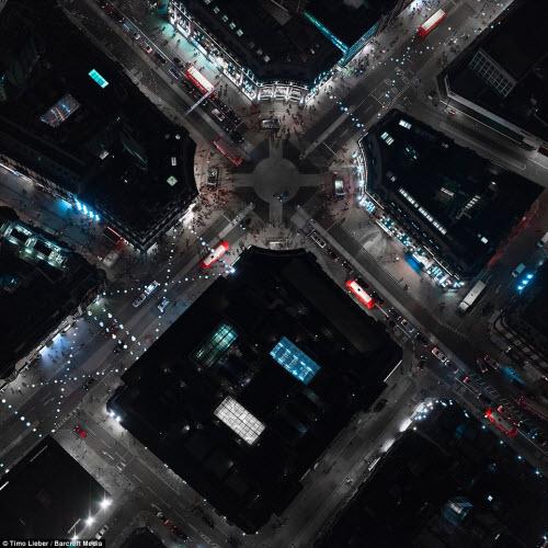 Ngắm thủ đô nước Anh đẹp lung linh về đêm từ trên cao - 10