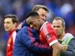 MU thắng nhọc: Martial bị thử doping, Van Gaal bình thản