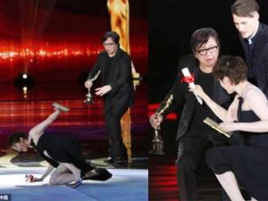 Mỹ nhân ngã sấp mặt trên sân khấu LHP Quốc tế Bắc Kinh