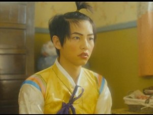 Hài hước hình ảnh Song Joong Ki trang điểm, buộc tóc