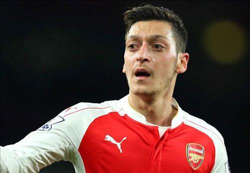 """""""Bệnh nặng"""" của Arsenal: Ozil làm, Giroud phá - 1"""
