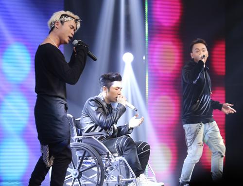 Yanbi bị gãy xương đùi vẫn diễn hết mình tại X-Factor - 1