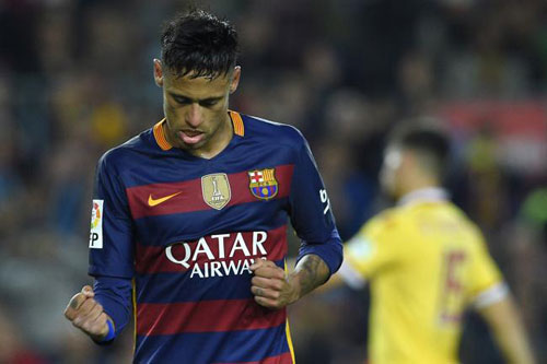 SỐC: Túng tiền, Barca tính bán Neymar - 2
