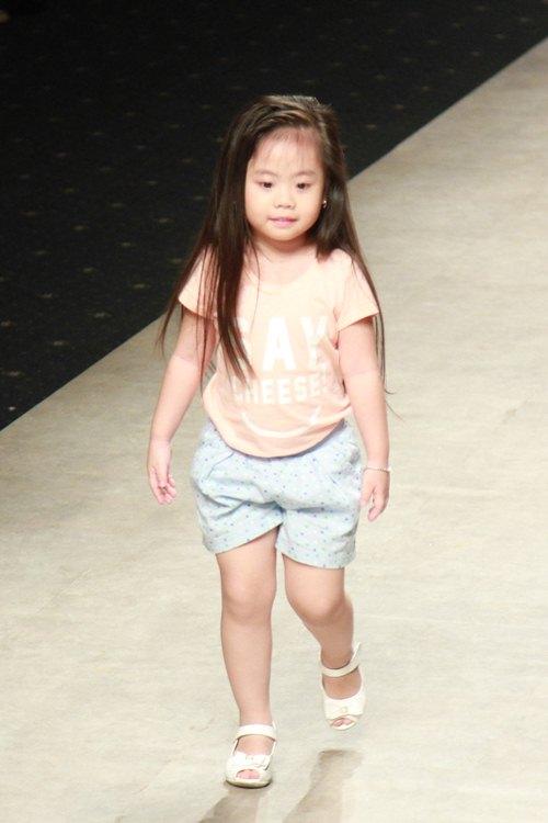 Phan Như Thảo vác bụng bầu 4 tháng đi catwalk - 10
