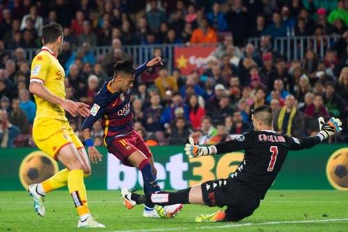 SỐC: Túng tiền, Barca tính bán Neymar - 3