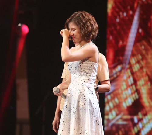 Giọng ca 16 tuổi khóc nức nở khi gặp lại mẹ tại X-Factor - 3