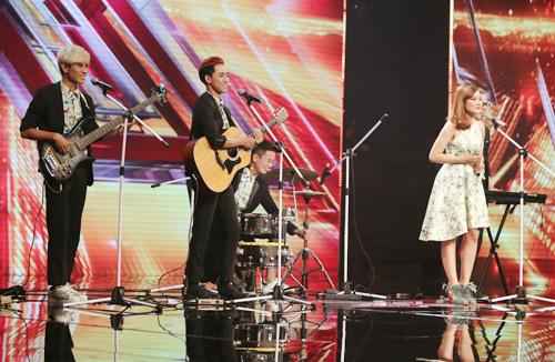 Giọng ca 16 tuổi khóc nức nở khi gặp lại mẹ tại X-Factor - 5