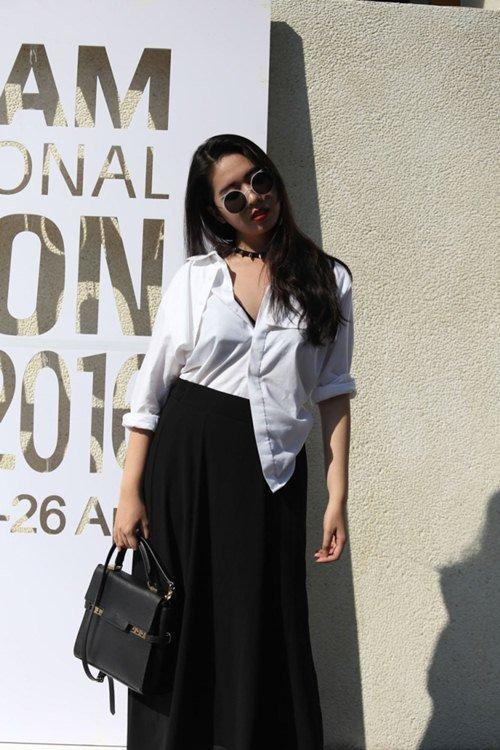 Thiếu nữ mặc bạo đi xem tuần lễ thời trang Việt - 13