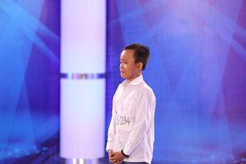 Tóc Tiên khiến cậu bé chuyên hát đám cưới òa khóc - 1