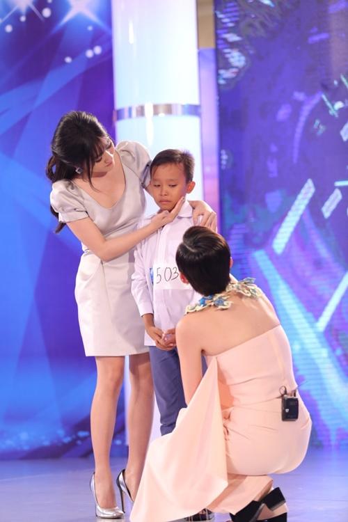 Tóc Tiên khiến cậu bé chuyên hát đám cưới òa khóc - 2