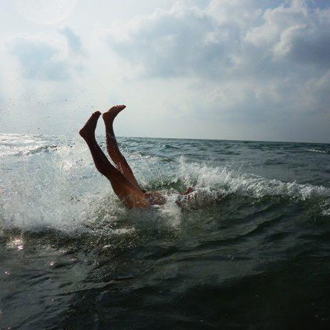 Cặp nam nữ nude thể hiện nỗi đau cá chết miền Trung - 2