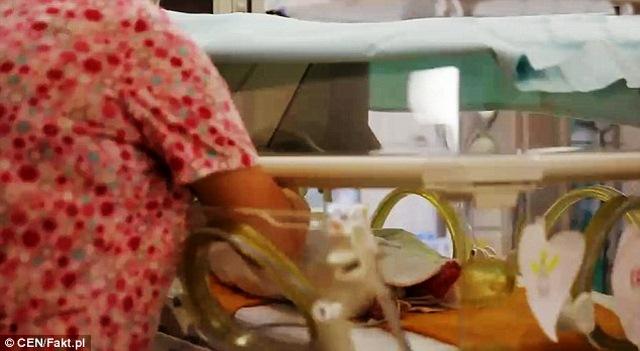 Ba Lan: Mẹ chết não 2 tháng vẫn sinh con khỏe mạnh - 2