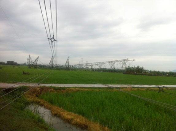 Ảnh: Phơi nắng giữa trời sửa cột điện 500kV đổ sập - 5