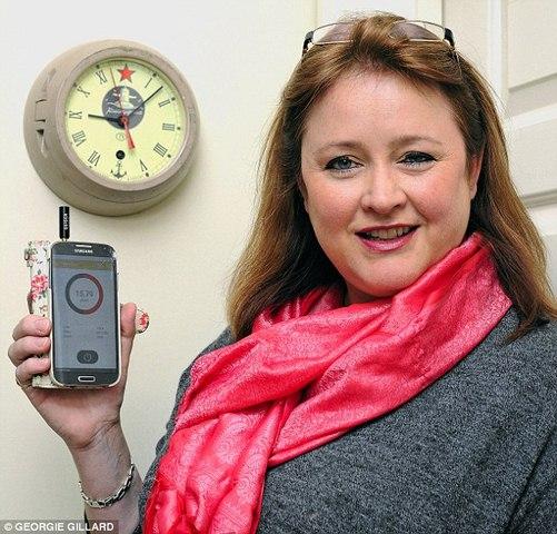 Anh: Chồng tặng vợ đồng hồ chứa phóng xạ chết người - 1