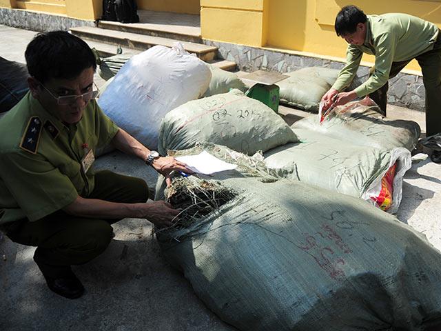 Bắt nửa tấn thuốc đông y nhập lậu có chữ Trung Quốc - 1
