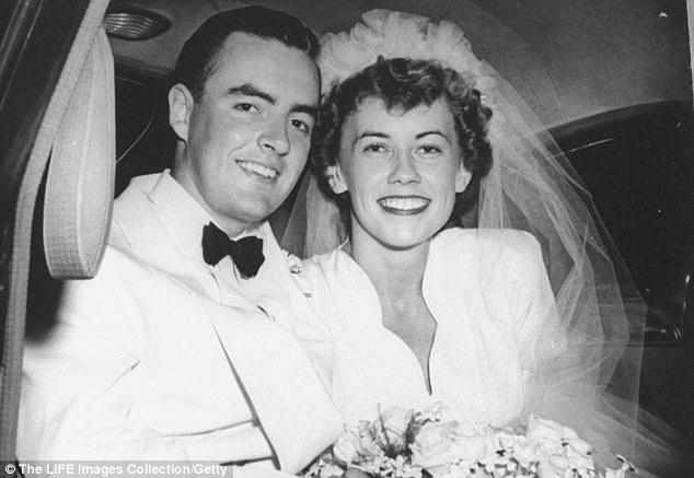 """Mỹ: Mất vợ 20 năm, cụ ông 90 tuổi bỗng đi lấy """"chồng"""" - 2"""
