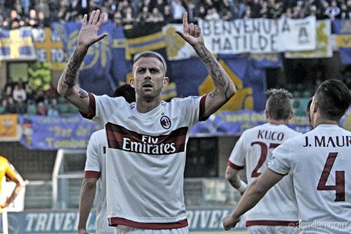 Verona - Milan: Pha đá phạt thần sầu - 1