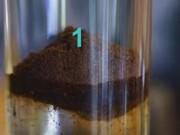 Thị trường - Tiêu dùng - Phát hiện cà phê có tạp chất bằng ly nước lọc