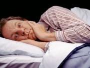Vì sao chúng ta không thể ngủ được khi nằm trên giường lạ?
