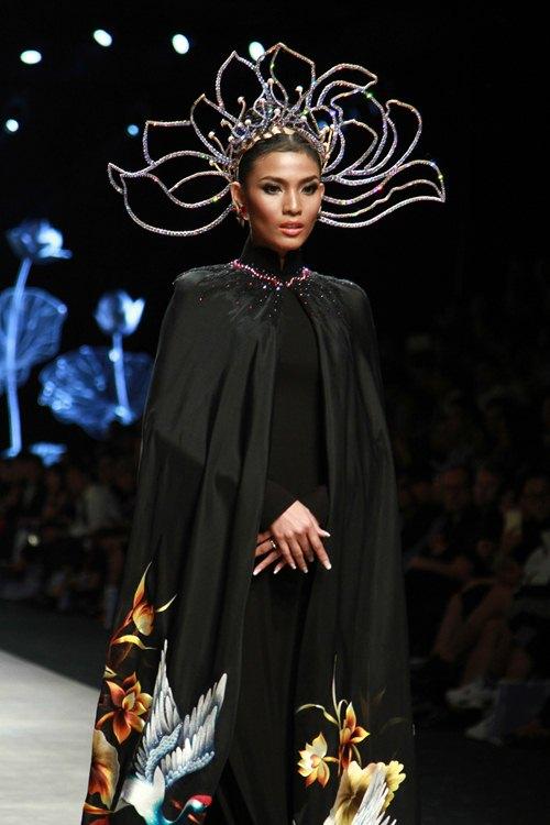 Trương Thị May diện áo dài lộng lẫy làm vedette - 2