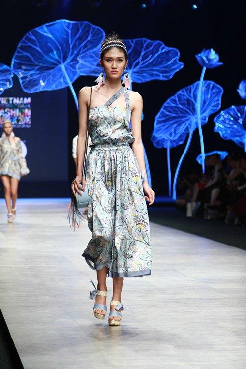 Trương Thị May diện áo dài lộng lẫy làm vedette - 8
